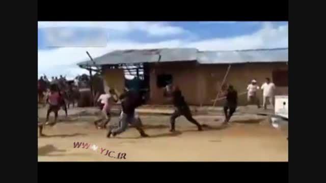 ضرب وشتم پلیس توسط مردم خشمگین!!