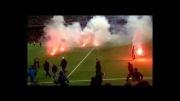 تماشاگران خشمگینی که ورزشگاه را به آتش کشیدند