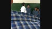 کتک زدن دانش آموز در کلاس درس !!!