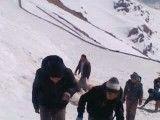 برف بازی دانش آموزان و روحانی مدرسه