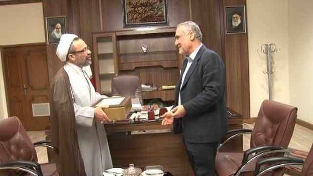 اهدای لوح تقدیر به استاندار خوزستان