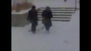 لیز خوردن دانشجو های دانشگاه ارومیه روی برف