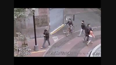 استفاده از تلفن همراه در حال راه رفتن