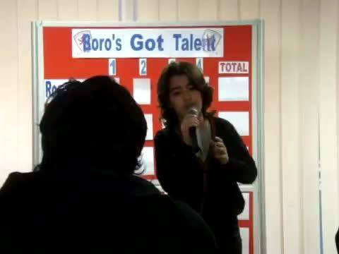"""اجرای آهنگ """"BEN"""" از """"مایکل جکسون"""" توسط یزدان غفوری"""