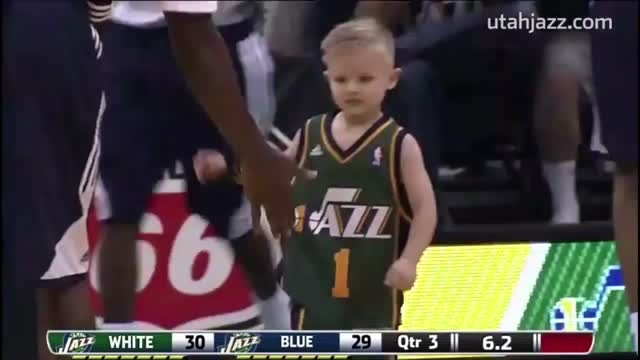 پسر 5 ساله سرطانی و بستکبال بازی کردن با تیم مورد علاقه