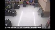حمله به تفنگدار دریایی در فروشگاه!!!