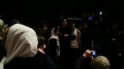 محسن یگانه در کنار طرفدارانش