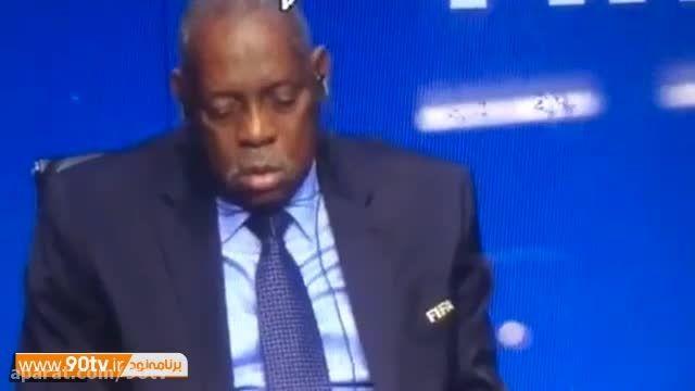 چرت زدن رئیس فیفا در کنفرانس مطبوعاتی