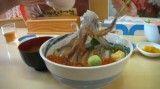 غذای سنتی ژاپنی با رقص ماهی مرکب