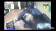 زد و خورد وحشتناک پلیس با متهم