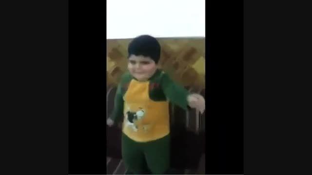 رقصیدن خنده دار بچه