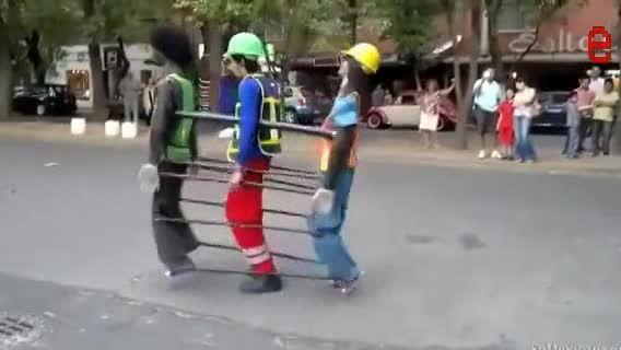آیا دو انسان طبیعی و یک انسان مصنوعی با هم بازی می کنند
