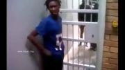 رد شدن از بین میله های زندان