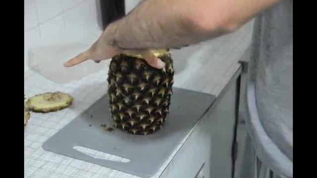 روش آسان و سریع پوست کندن و قاچ کردن آناناس !!