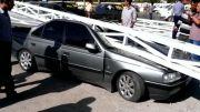 سقوط وحشتناک تابلوی تبلیغاتی در شهر بازرگان برروی خودروی پزو