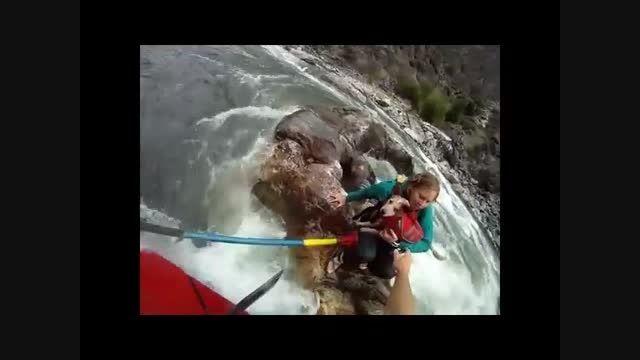 فیلم واقعی نجات یک زن از رودخانه