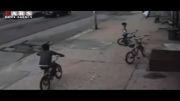 تصادف شدید خودرو با نوجوان دوچرخه سوار
