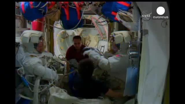 نخستین راهپیمایی فضایی دو فضانورد آمریکایی