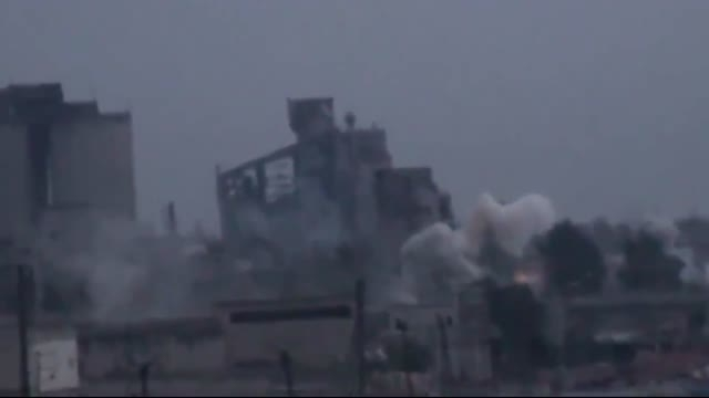 انهدام انبار مهمات داعش توسط جنگنده