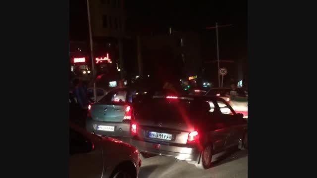 شادی مردم کرج پس از پیروزی ایران مقابل آمریکا