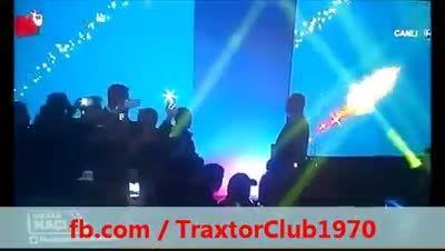 قهرمان بوکس ترکیه و جهان با شال تراختور آزربایجان