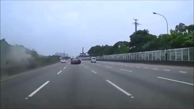 فراری باعث تصادف نیسان GTR