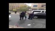 ناتوانی افسران زن آمریکایی در بازداشت مظنون!...