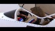خلبان خانم خوشگل موطلایی در پرواز آکروباتیک - امارات
