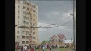 سقوط جرثقیل بر روی برج مسکونی
