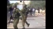 فرار سربازان صهیونیست ازدستجوانان فلسطینی