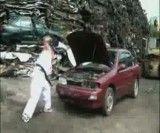 داغون کردن ماشین توسط رزمیکار