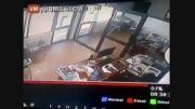 لحظه ای از کشته شدن یک دزد در سرقت مسلحانه ...!