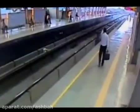 خودکشی وحشتناک ودلخراش درایستگاه قطار!!