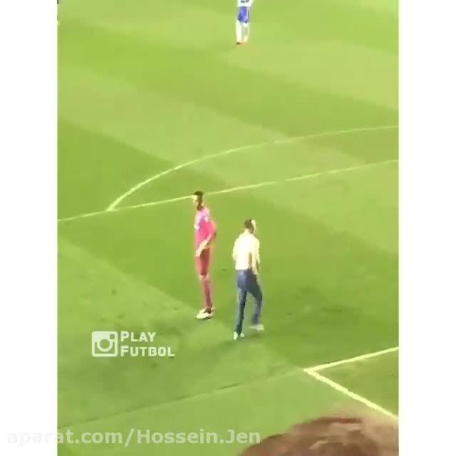 ابراز خوشحالی تماشاگر در حین بازی فوتبال