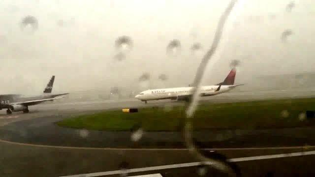 برخورد صاعقه با هواپیمای مسافری