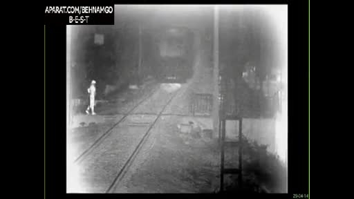 +18.خودکشی فجیع دختر زیر قطار