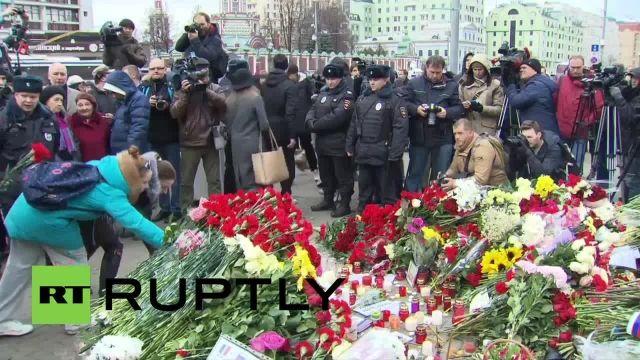 مراسم یادبود قربانبان حملات پاریس در مسکو