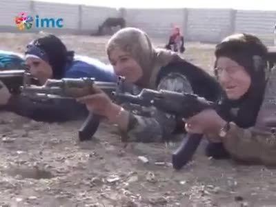 زنان و دختران کورد خود را آماده می کنن برای جنگ با داعش