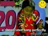 دختر 3 ساله ای که می تواند آهنگ بزند.