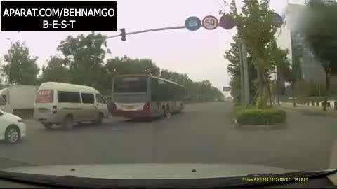 متلاشی شدن عابر زیر اتوبوس +18