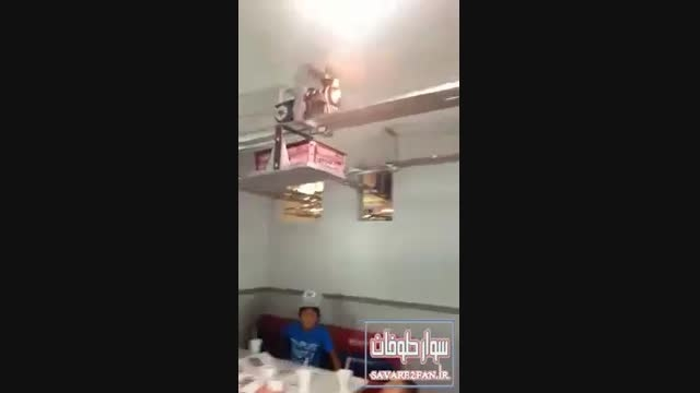 استخدام قطار در یک رستوران بجای گارسون!