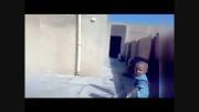 کودک عصبانی سگی را گاز گرفت