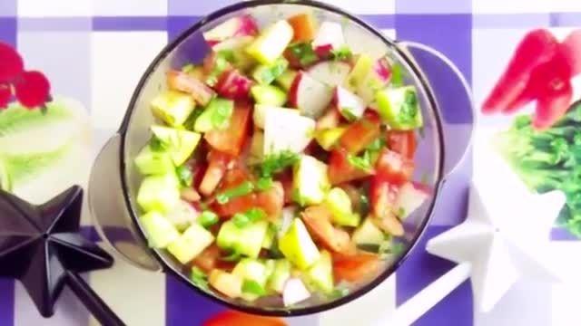 سالاد سبزیجات مورد علاقه ی آنا