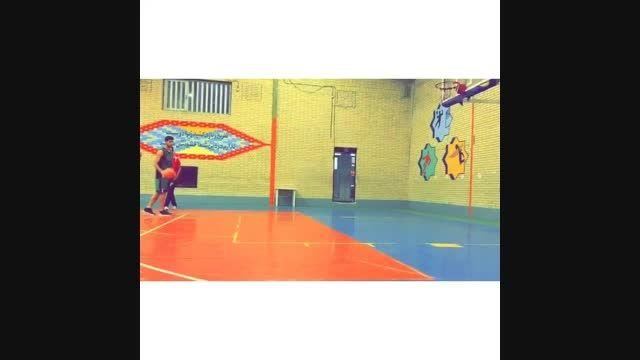 بسکتبال بازی کردن مهدی طارمی مهاجم پرسپولیس