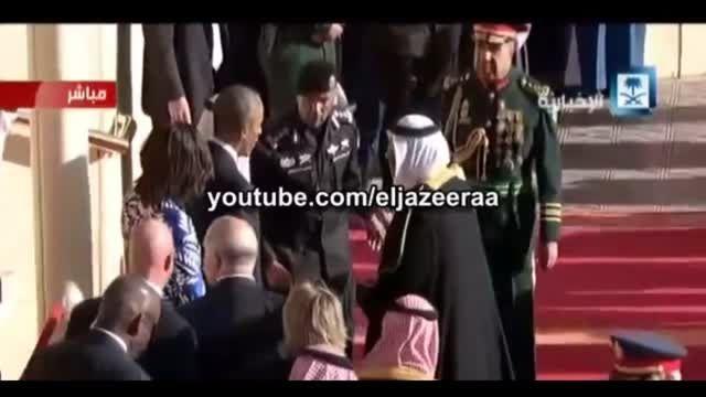 وقتی پادشاه عربستان برای ادای نماز می رود