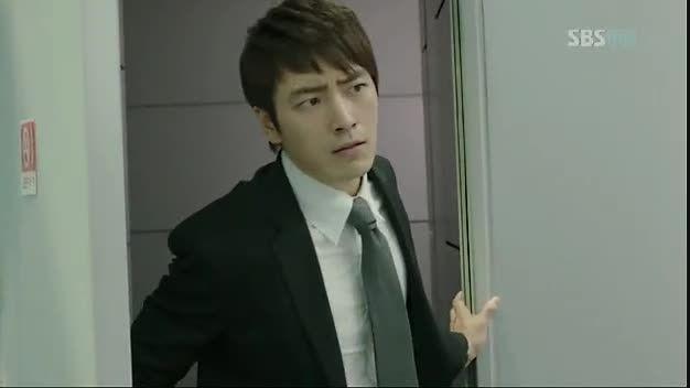 """مبارزه لی مین هو با دادستان در """"شکارچی شهر"""""""