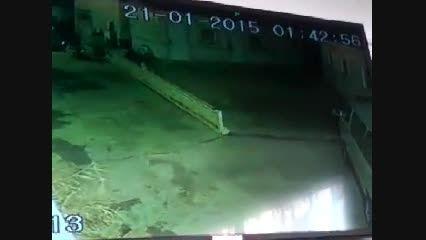 حرکت مخوف جن جلوی دوربین امنیتی!
