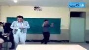 رقصیدن سر کلاس پشت سر معلم
