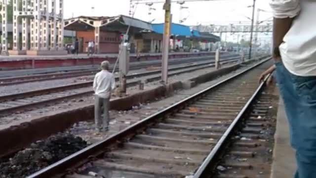روح در ایستگاه قطار