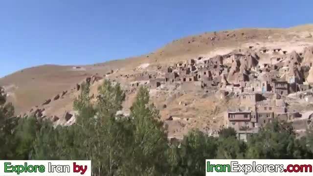 توریستها در روستای صخره ای کندوان آذربایجان Kandovan